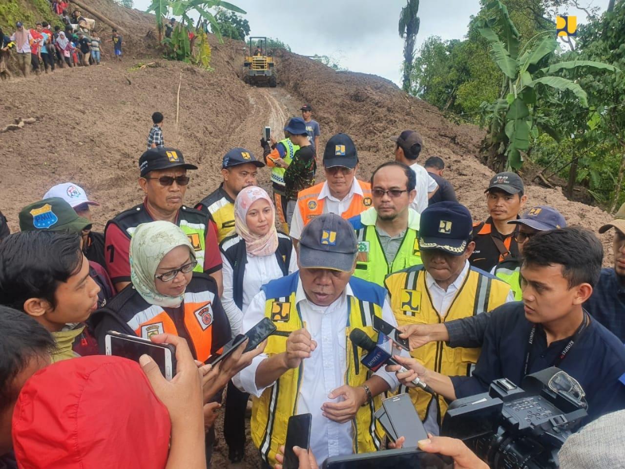 Tambah Alat Berat, Menteri PUPR Targetkan Jalan Terisolir di Sukmajaya, Bogor, Bisa Diakses Minggu Ini 113