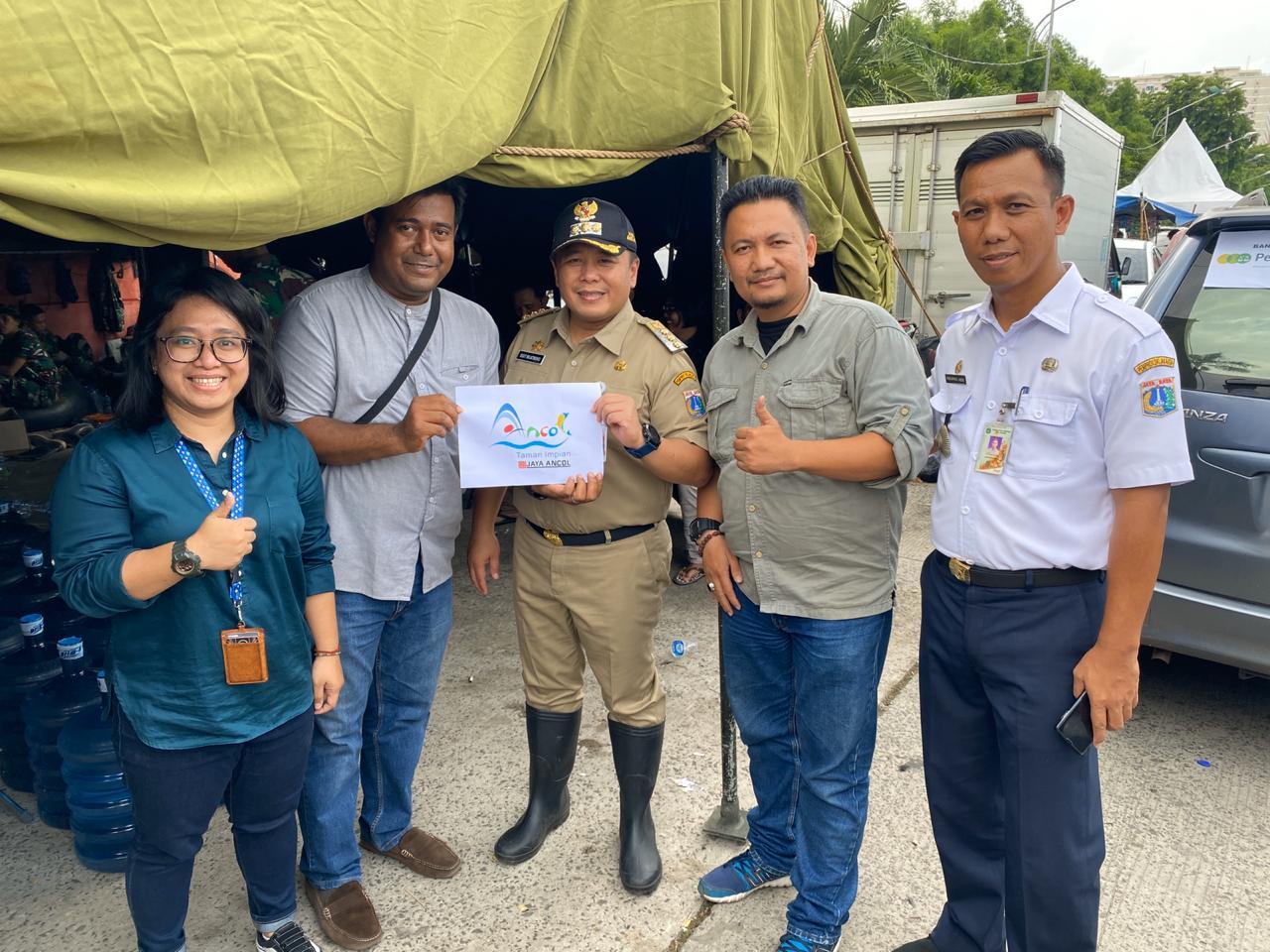 Peduli Korban Banjir, Ancol Hadir Berikan Bantuan 113