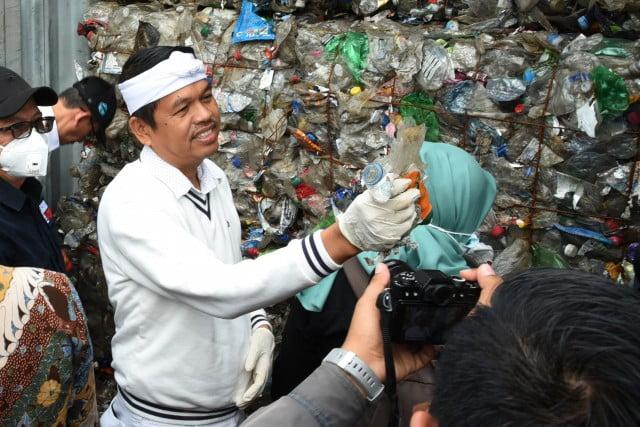 DPR RI Komisi IV : Komisi IV Temukan Kontainer Sampah Impor di Tanjung Priok 101