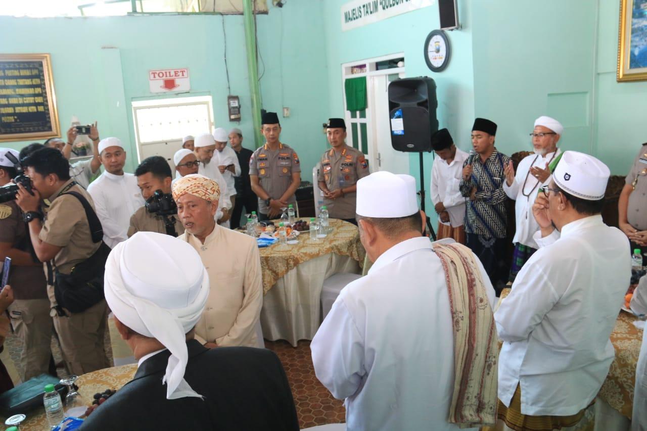 Polda Jawa Timur Gelar Silaturahmi Dengan Ulama Se - Madura 114