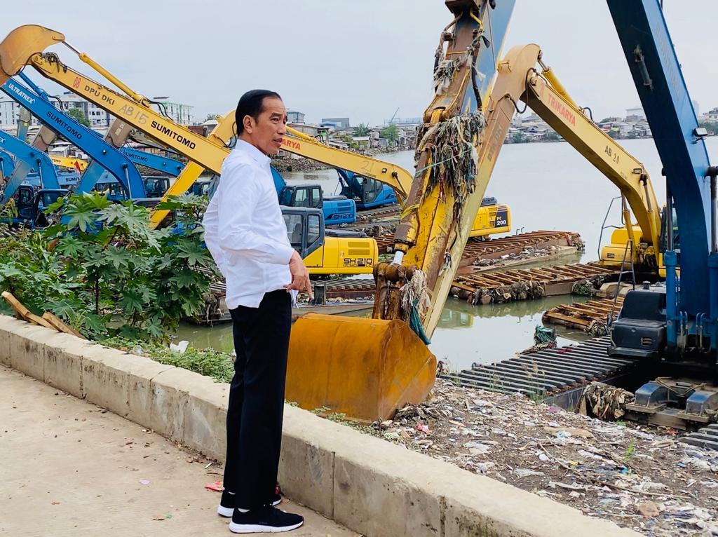 Presiden Jokowi Ke Waduk Pluit, Pastikan Peralatan Penanganan Banjir Berfungsi Optimal 113