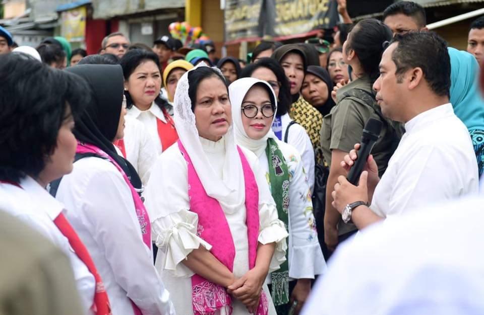 Ibu Negara Tinjau Langsung Warga Terdampak Banjir di Tangerang 114