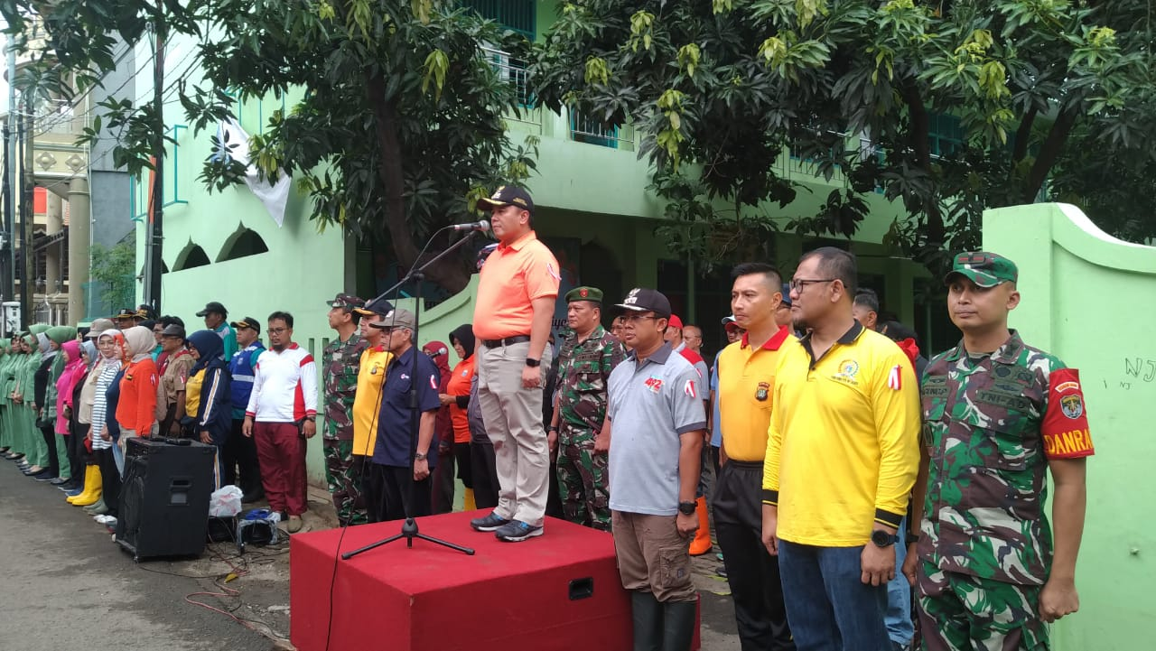 Walikota Jakarta Utara Manfaatkan Hujan Deras untuk Kerja Bakti Massal 113