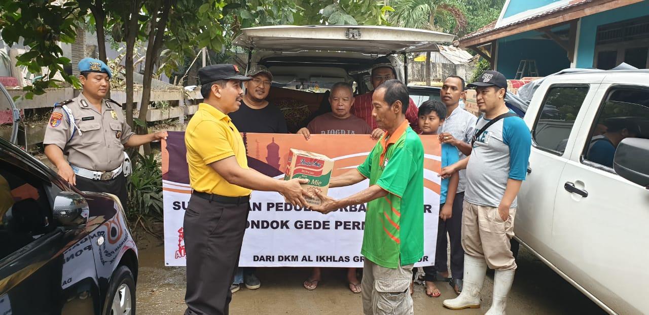 Brigjen Pol Agung Makbul Menggerakan Bantuan Untuk Korban Banjir Di Pondok Gede Permai 102