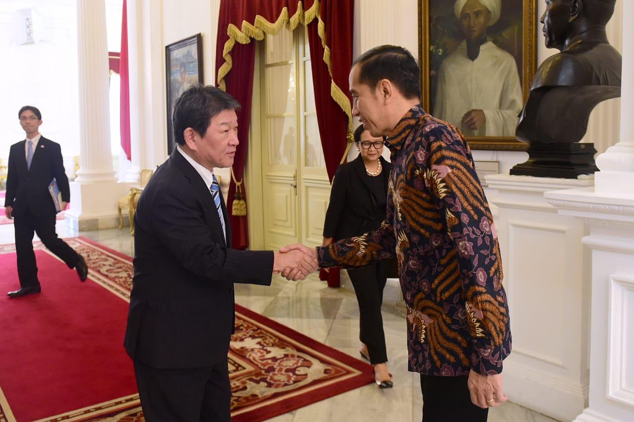 Presiden Jokowi Terima Kunjungan Kehormatan Menlu Jepang 113