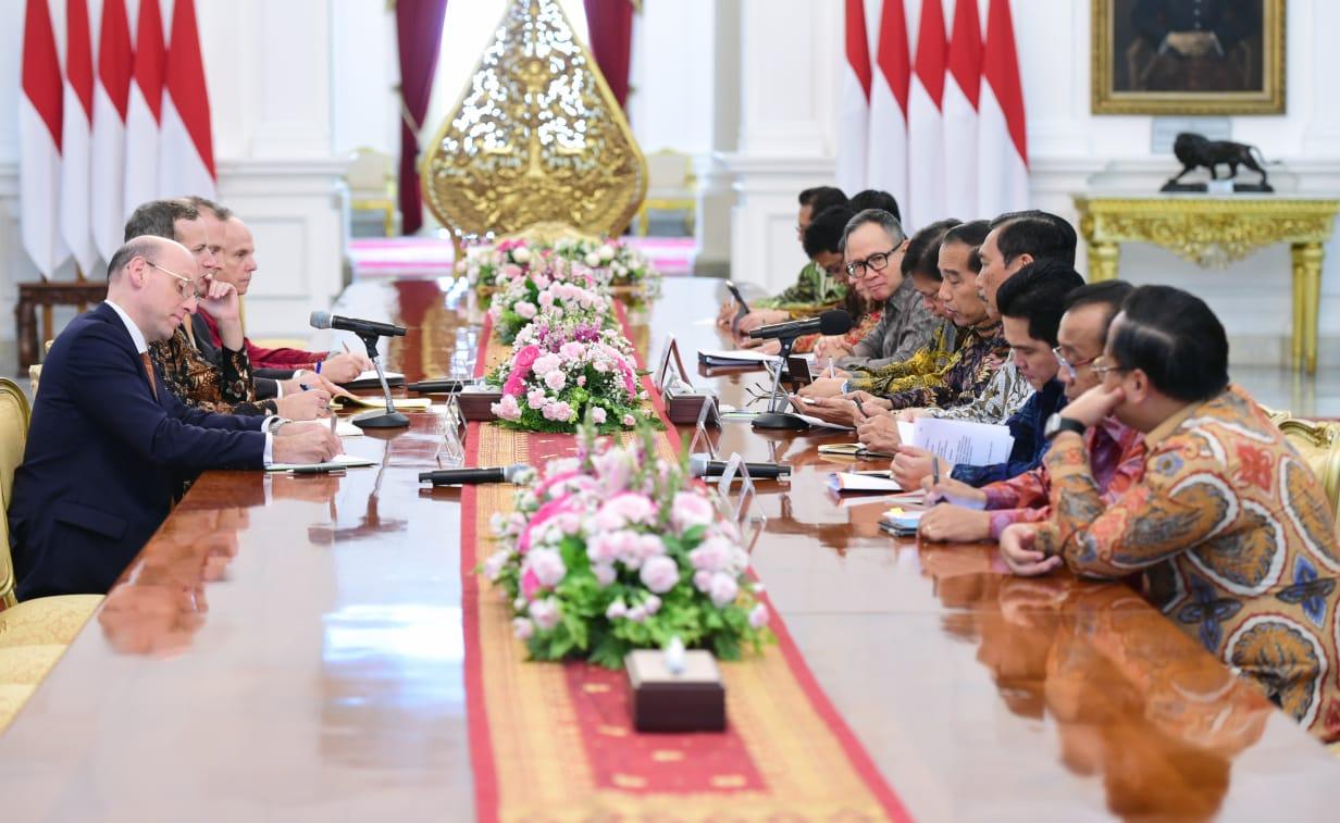 Terima Delegasi SoftBank dan DFC, Presiden Bicarakan Peluang Investasi di Indonesia 102