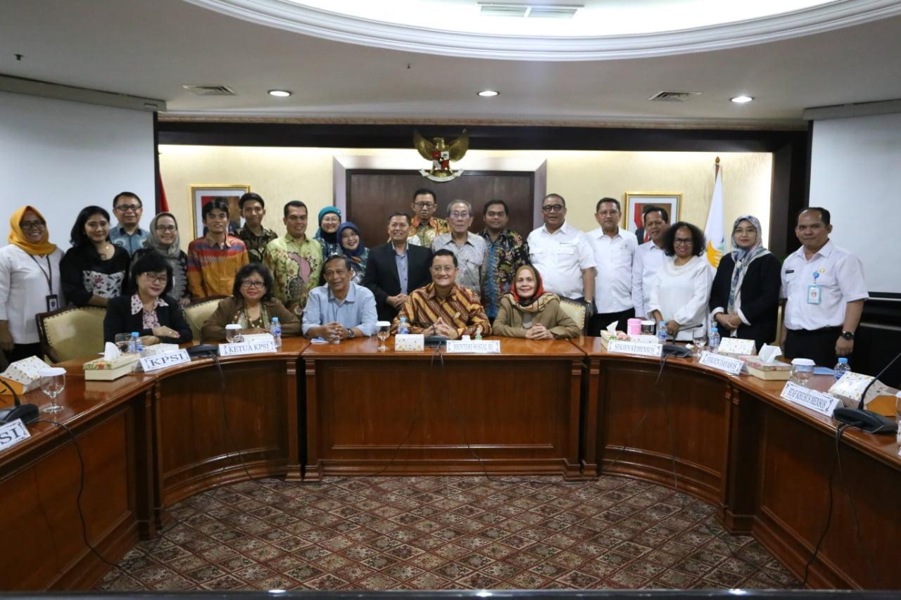 Mensos Dan KPSI Susun Regulasi Penyederhanaan 420 Peraturan Menteri Sosial Menjadi 100 Peraturan 101