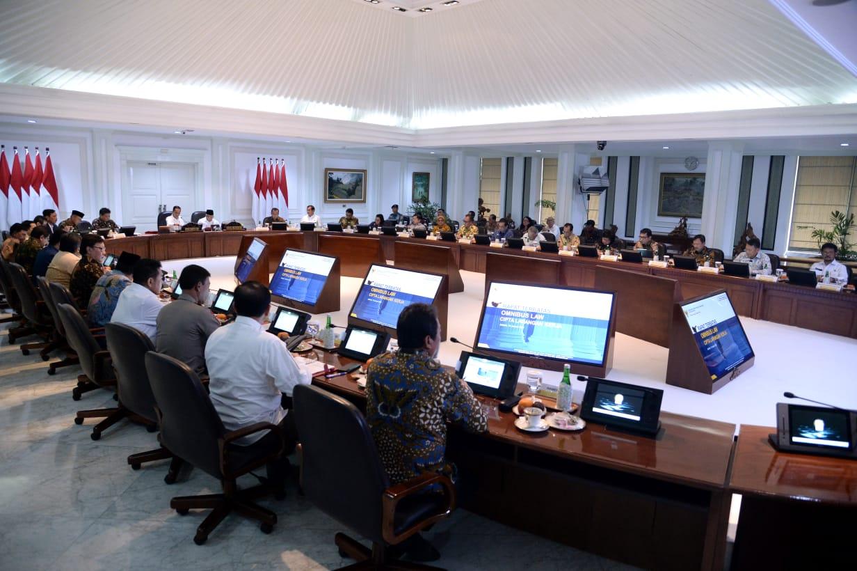Presiden Targetkan Draf RUU Omnibus Law Selesai Minggu Ini 114