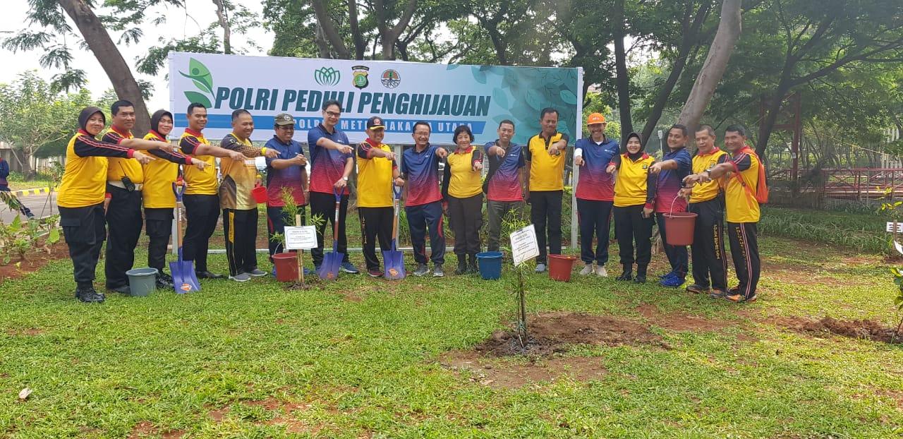 Polres Metro Jakarta Utara Peduli Penghijauan di Kawasan Hutan Kemayoran 113