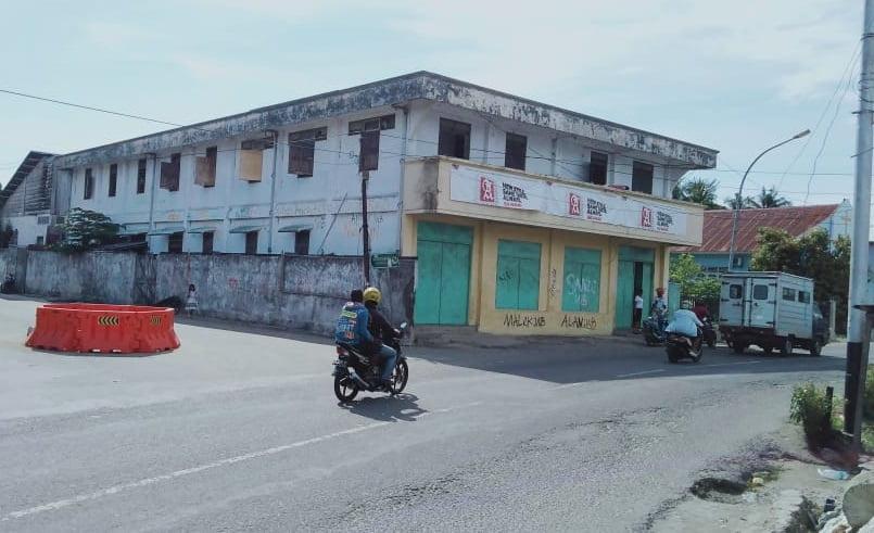 Usaha Dekat Gereja Dan Parkiran Mengganggu Arus Lalin Di Jalan Raya Kota Dobo 113