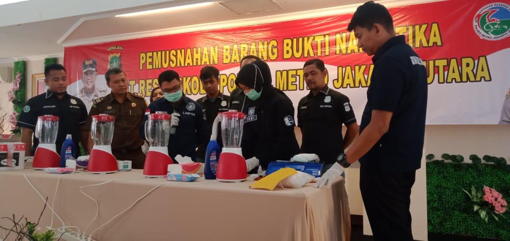 Polres Jakut Musnahkan Barang Bukti Sabu Seberat 2.032,83 Gram 101