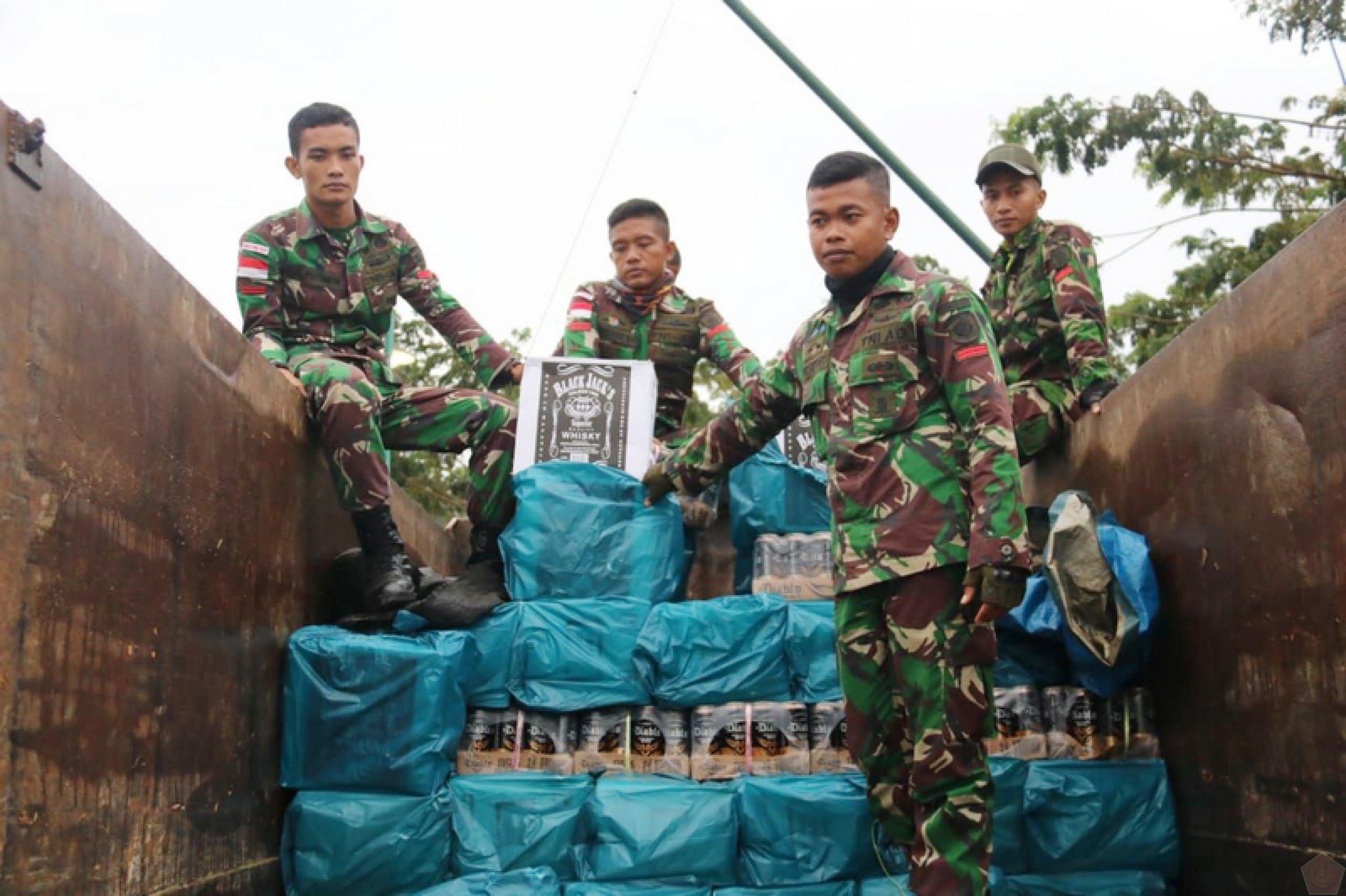 Sebanyak 2.880 Botol Miras Ilegal Kembali Diamankan Satgas Pamtas Yonif Raider 303 Kostrad 101