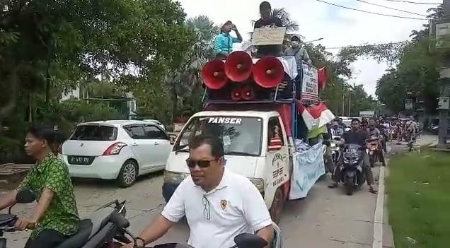 Warga 'Papanggo' Demo Jakpro 102