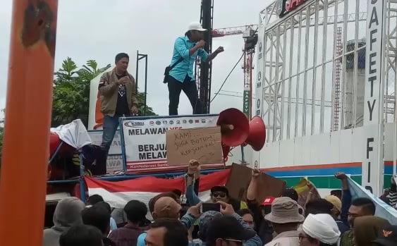 Warga 'Papanggo' Demo Jakpro 101