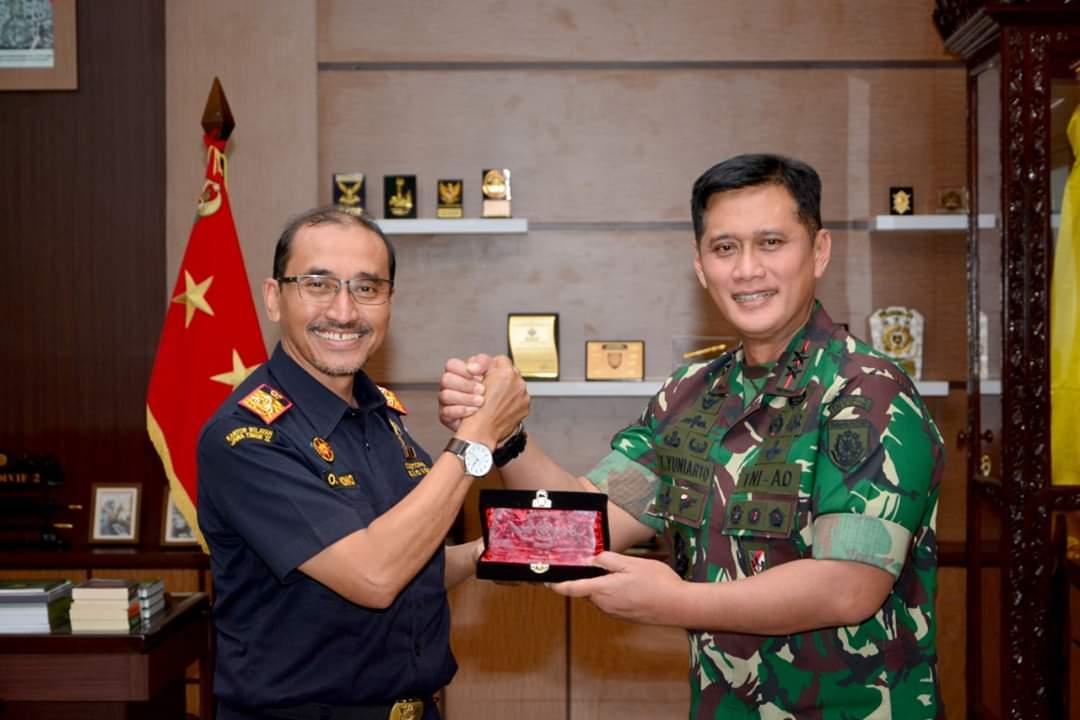 Pangdivif 2 Kostrad Terima Kunjungan Kakanwil Bea dan Cukai Jatim II 101