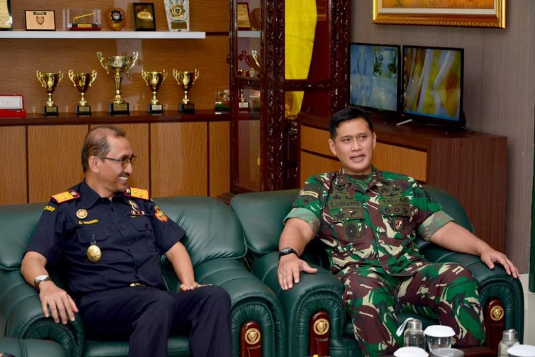 Pangdivif 2 Kostrad Terima Kunjungan Kakanwil Bea dan Cukai Jatim II 102