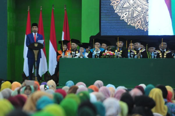 Presiden Jokowi Hadiri Pengukuhan Guru Besar Bidang Sosiologi UIN Sunan Ampel 101