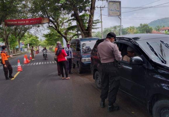 Kapolsek Banjarsari Pimpin Pengawasan Jalur Masuk di Perbatasan 113