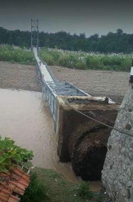 Jembatan Gantung Senilai Miliaran di Desa Sukadana Ambruk Sebelum Diresmikan 114