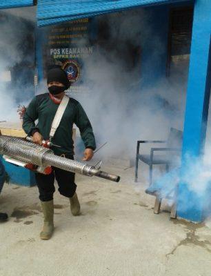 RW 12 Papanggo Bantu Warga Kampung Bayam dengan Fogging 102