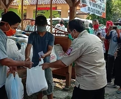 Bupati Cek Lapangan, Pemkab Pangandaran Salurkan Bantuan Sosial Covid-19 113