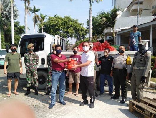 Warga RW 12 Papanggo Bantu 700 Paket Sembako di Kampung Bayam 101