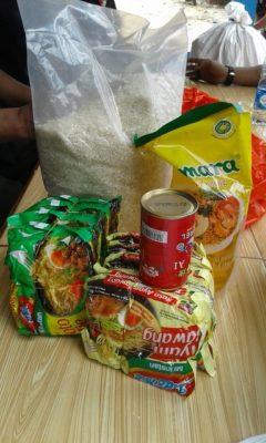 Warga RW 12 Papanggo Bantu 700 Paket Sembako di Kampung Bayam 115