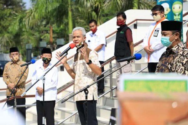 Gubernur Jawa Tengah Ganjar Pranowo Salurkan Rp2,3 Miliar Dana Baznas Untuk Santri Tak Mudik 114