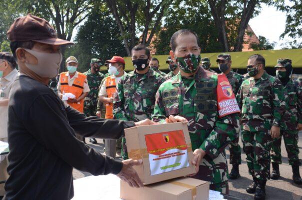 Banjir Dukungan, Kodam Brawijaya Dipercaya Salurkan Bantuan Covid-19 109