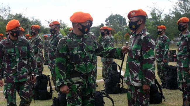 Komandan Wing II Paskhas Memberangkatkan Prajurit Yang Tergabung Dalam Satgas Penanggulangan Bencana 113