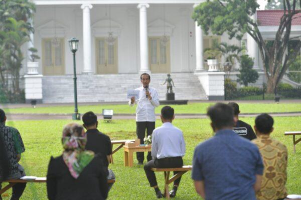 Presiden Jokowi Berikan Bantuan Modal Kerja pada 65 Penerima di Istana Bogor 113