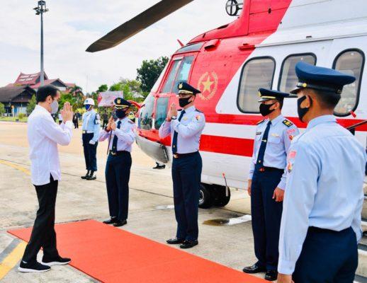 Presiden Jokowi Gunakan Heli Merah Putih Menuju Kapuas 113
