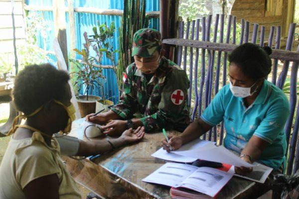 Satgas Yonif 125/SMB Bersama Puskesmas Gelar Pelayanan Kesehatan Terpadu Bagi Lansia di Perbatasan 113