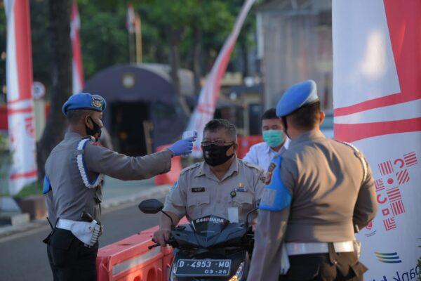 Bid Propam Polda Jabar Laksanakan Penegakan Disiplin Penerapan Protokol Kesehatan Internal Polda Jabar 113