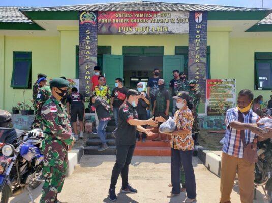 Gandeng Club Motor ARKI, Satgas Yonif RK 744/SYB Berbagi Sembako di Tapal Batas 113