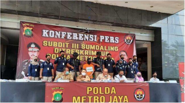 Polda Metro Jaya Bongkar Praktek Dokter Gigi Gadungan 113