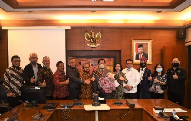 Sekretaris Jenderal DPR RI Indra Iskandar Raih Gelar Doktor dari IPB 113