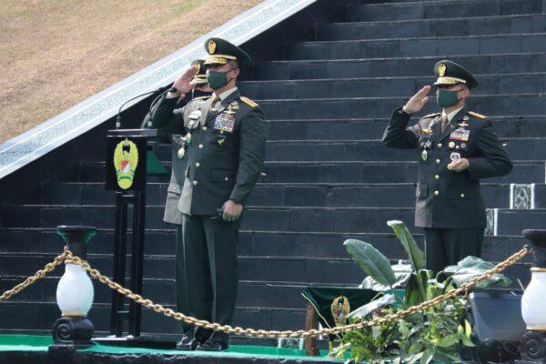 Kasad Lantik 1198 Perwira Lulusan Pendidikan Pembentukan Perwira TNI AD 114