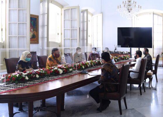 Presiden Jokowi Terima Tim Vaksin Merah Putih di Istana Bogor 113