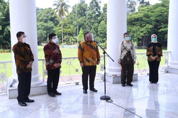 Presiden Jokowi Terima Tim Vaksin Merah Putih di Istana Bogor 114
