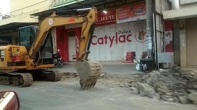 Galian Drainase di Banjarsari Mengancam Pengguna Jalan 113