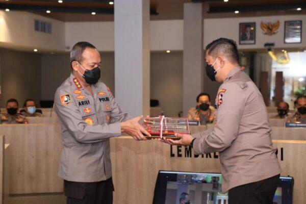 Kalemdiklat Polri Memberikan Pembekalan Kepada Calon Perwira Sekolah Inspektur Polisi Angkatan 49 Tahun 2020 113