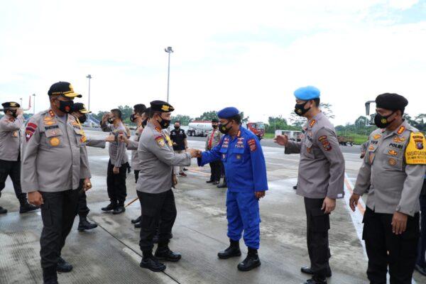 Tinjau Kapal Poliklinik Terapung, Kabaharkam: Bantu Pelayanan Kesehatan Masyarakat 114