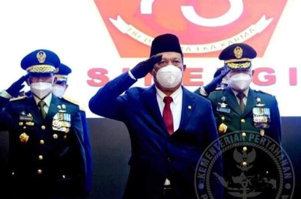 Wakil Menteri Pertahanan bersama Sekretaris Jenderal Kementerian Pertahanan Mengikuti Upacara HUT ke-75 TNI 111