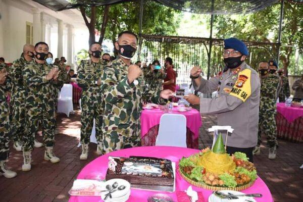 Sinergitas TNI-Polri, Polda Kalsel Berikan Kejutan ke Lanal Banjarmasin 111