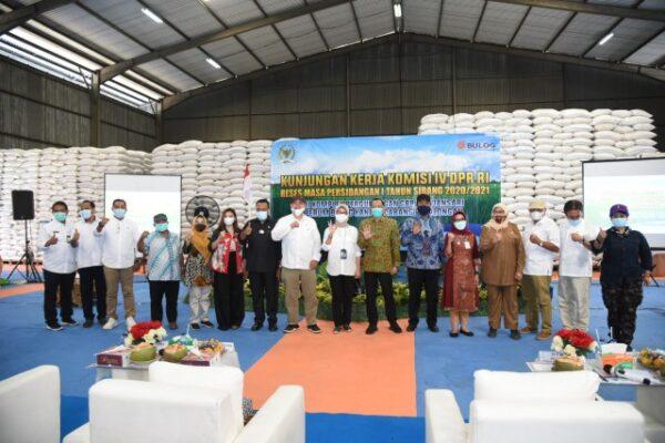 Anggota DPR Dorong Bulog Serap Hasil Panen Petani Pekalongan 113