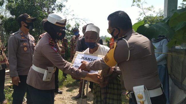 Satlantas Polres Grobogan Salurkan Bantuan ke Warga yang Terkena Bencana 113