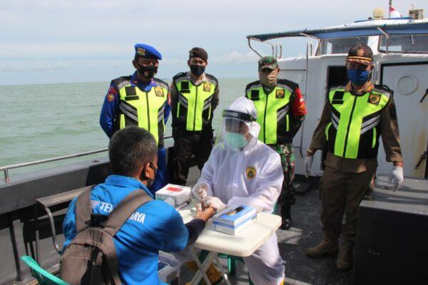 Tim Pemburu Covid-19 Polres Kep Seribu  Patroli di Perairan Kep Seribu 114
