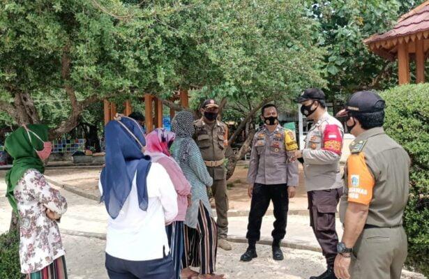 Cegah Penyebaran Covid-19, Polsek Kep Seribu Selatan Gencar Imbau Warga Dan Wisatawan Terapkan Prokes 113