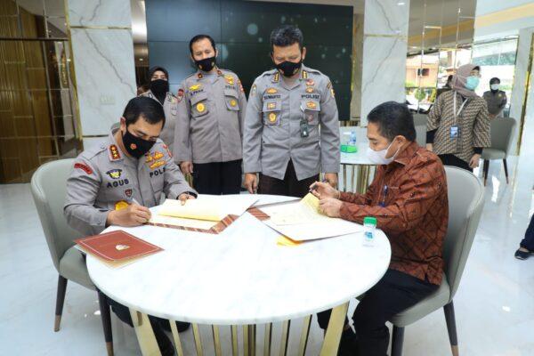 Tanda Tangani Kerja Sama Polri-BKPM, Kabaharkam: Bukti Komitmen Polri Jamin Keamanan Berinvestasi 114